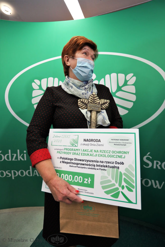 Pani Krystyna Fuławka z zielonym czekiem